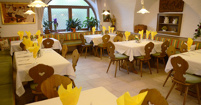 https://www.zumfalken.it/wp-content/uploads/2016/02/restaurant3_780x411.jpg
